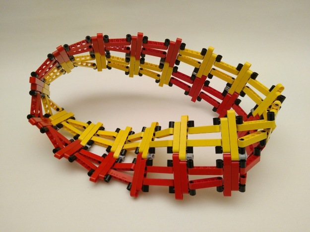 Lego Divisible Möbius strip